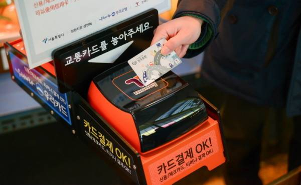 seoul southkorea traditional market mangwon market food shopping card payment