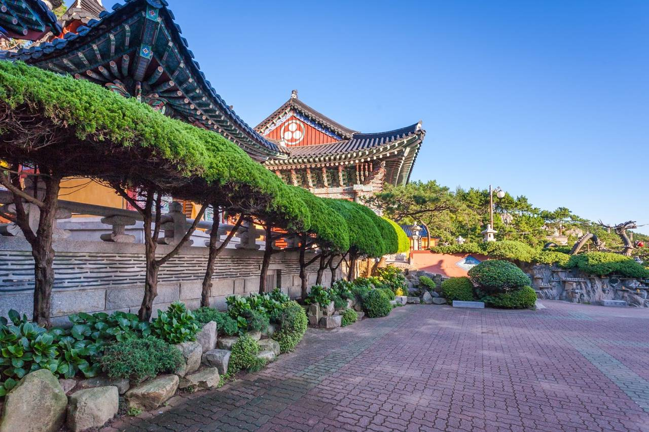 korea busan attraction travel Haedong Yonggungsa Temple coast mountain