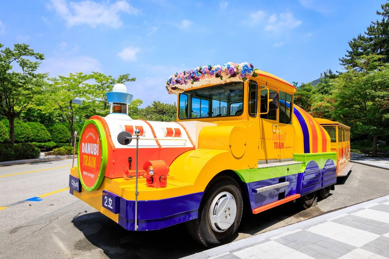korea busan attraction Taejongdae Recreation Park danbi train