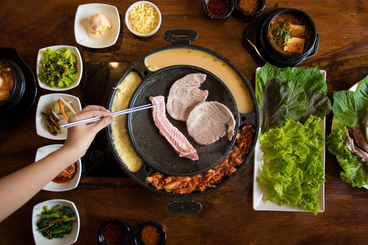 south korea seoul food traditional samgyeopsal pork belly korean barbeque