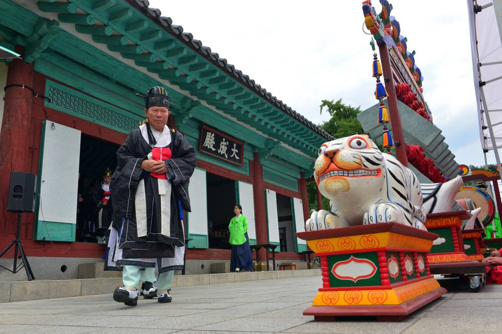 korea jeonju travel jeonju hyanggyo traditional historic Confucius school ancestral rites ceremony festival