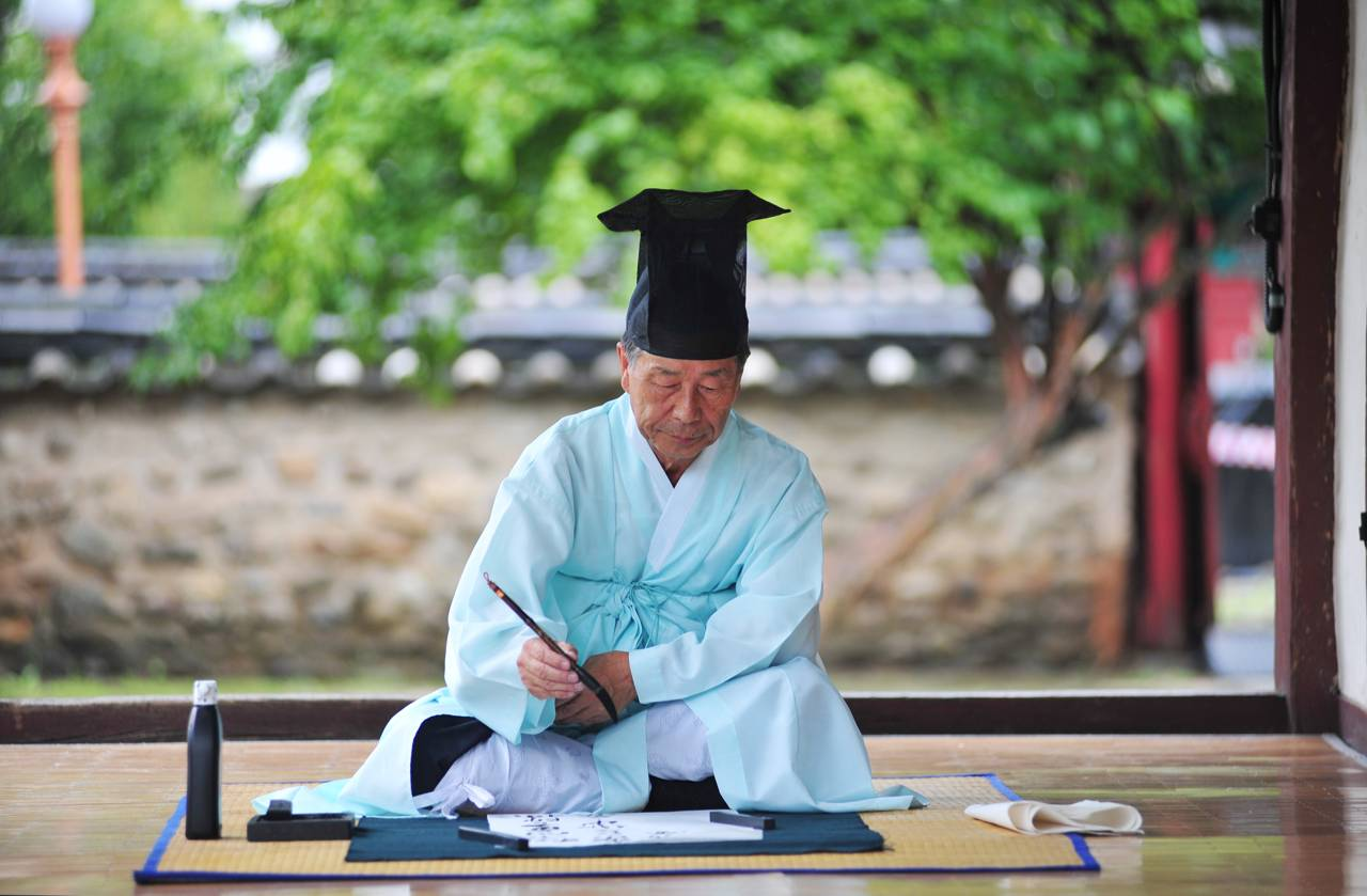 korea jeonju travel jeonju hyanggyo traditional historic Confucius school calligraphy ceremony festival hanbok